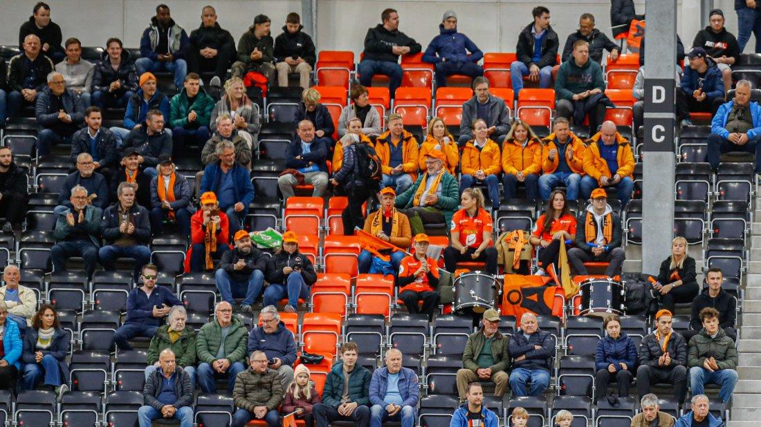 Åsane - Sogndal åpningskamp Åsane Arena foto Noreng publikum hovedtribunen.jpg